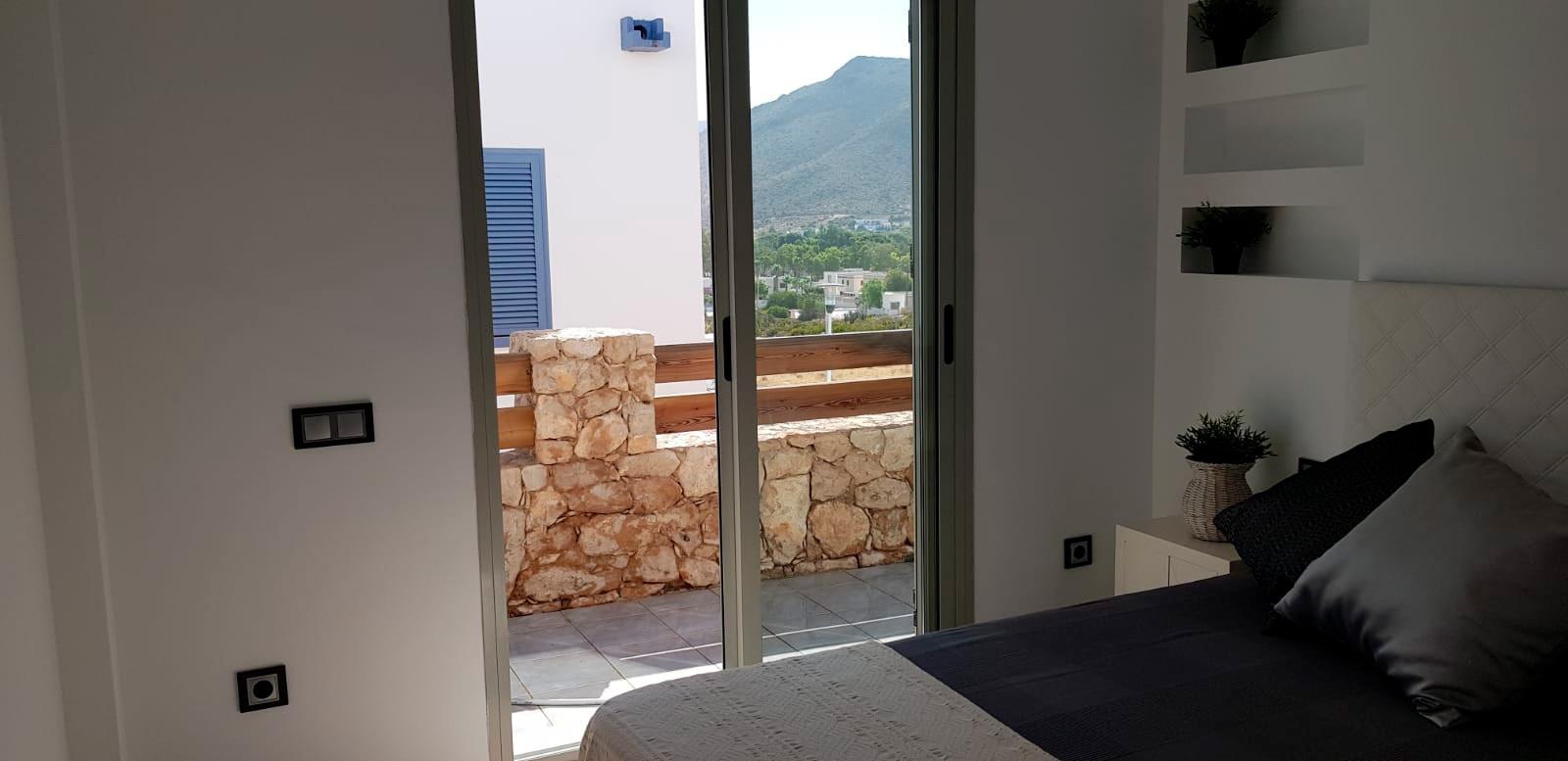Vistas a la terraza desde el dormitorio